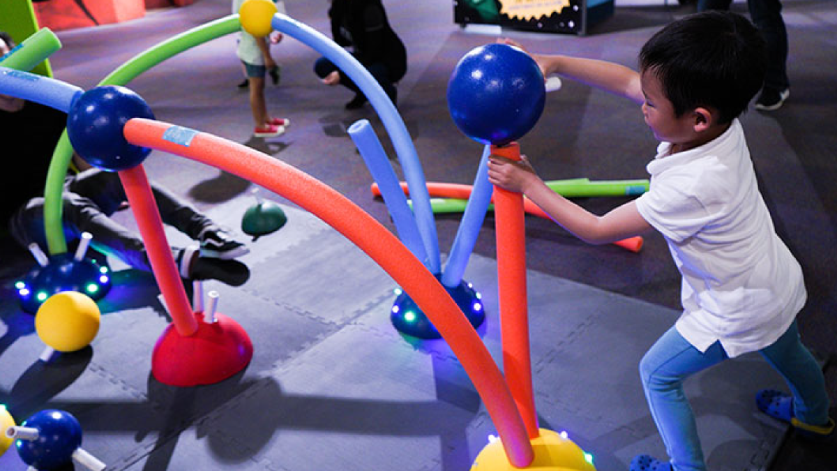 Molecule Forest. By: Mika Munch, Chris Chen, Kelsie Belan. Is an interactive, immersive environment where kids can create molecule structures larger than life.